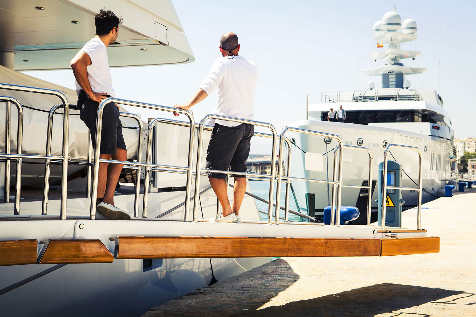 Yacht Crew Jobs A Day In The Life Of A Deckhand Ypi Crew